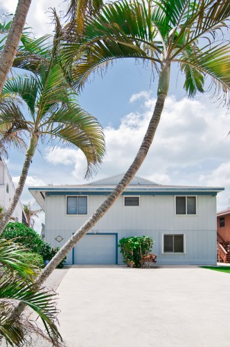 This Florida Style Beach House is in a superb Bonita Beach  location!